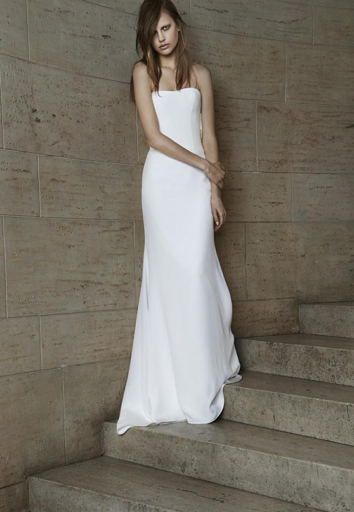 princesse-robe-de-mariee-tres-simple-mariee-belle-au-couloir