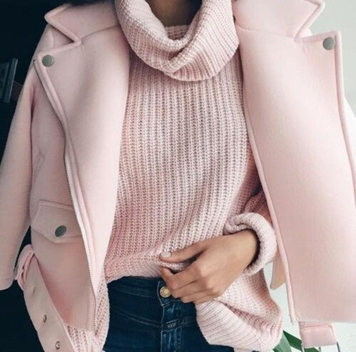 pull-col-roule-femme-jolie-couleur-rose-manteau-rose-et-jean