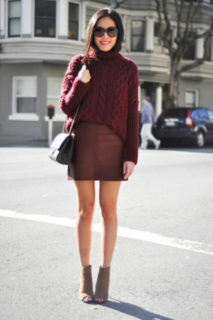 pull-grosse-maille-bordeaux-jupe-courte-et-bottines