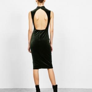 Élégante robe en velours avec dos nu