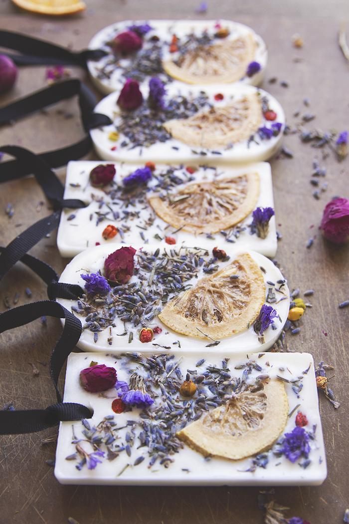 bloc de cire diffuseur de parfum en cire, herbes et fleurs séchées et tranches de fruits séchées, idée cadeau meilleure amie