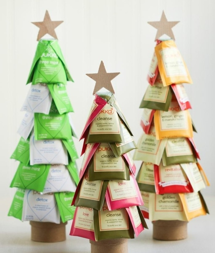 sachets-de-the-arranges-sous-la-forme-d-un-sapin-de-noel-decoration-de-noel-charmante