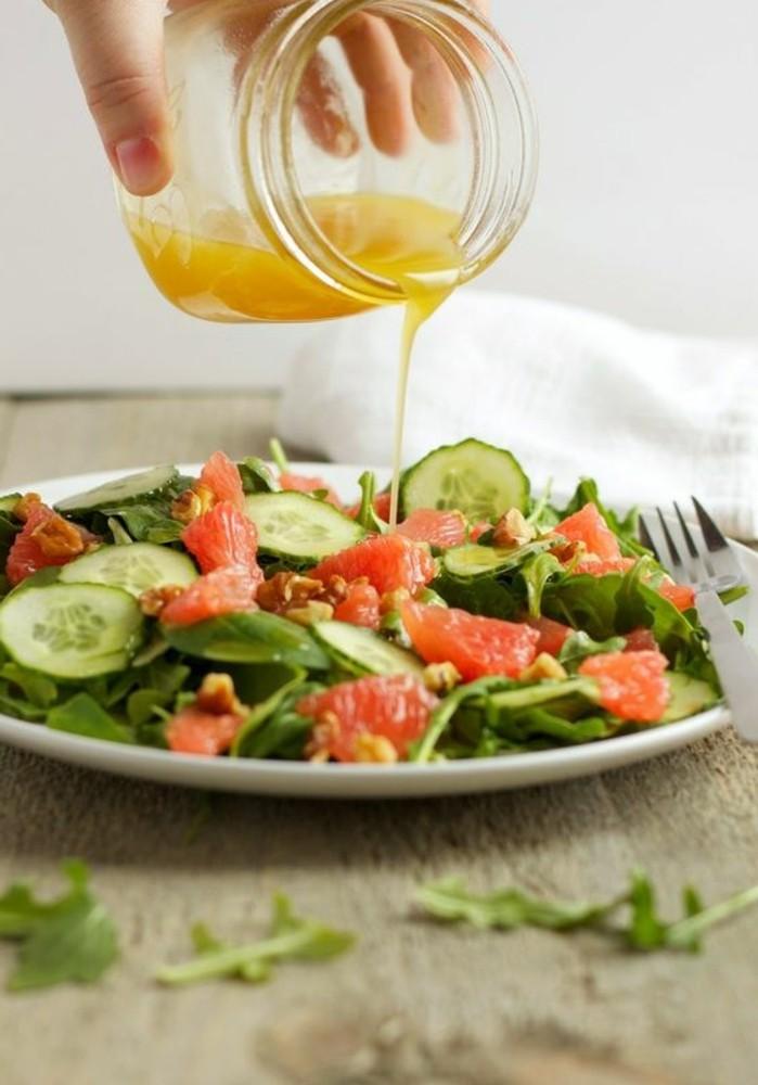 salade-de-pamplemousse-concombre-et-herbes-fraiches