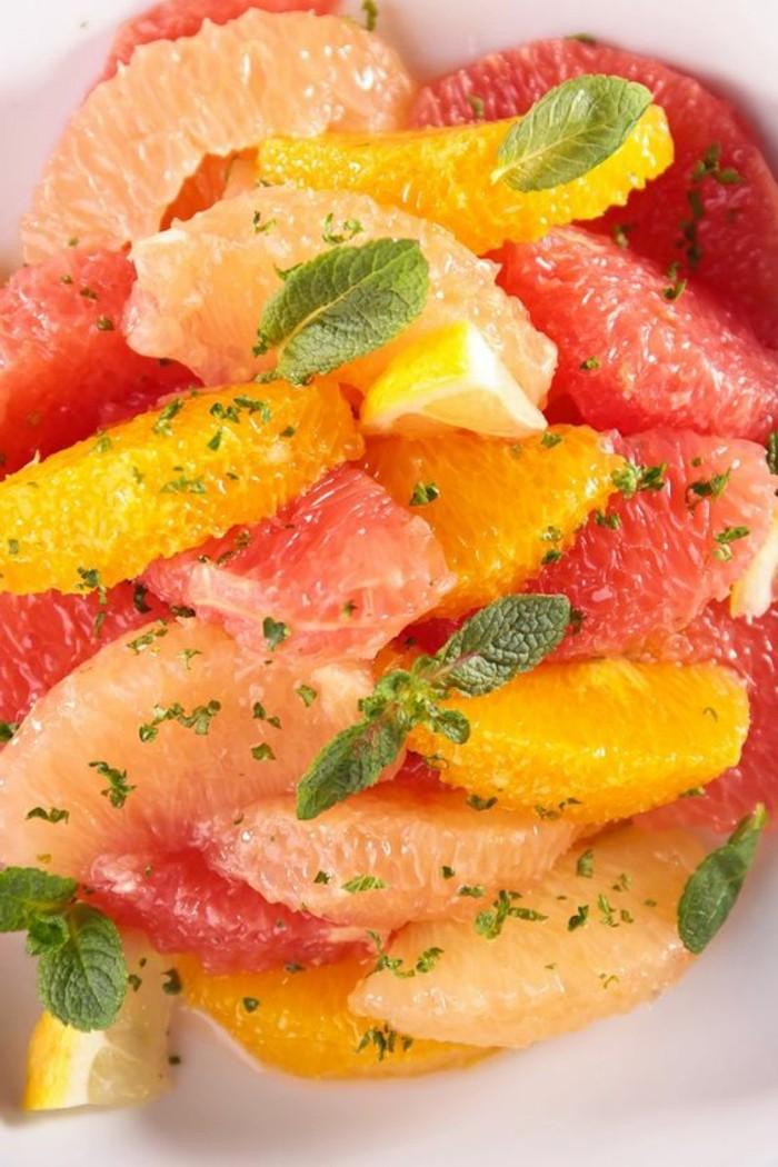 salade-de-pamplemousse-salade-agrumes-e-feuilles-de-menthe