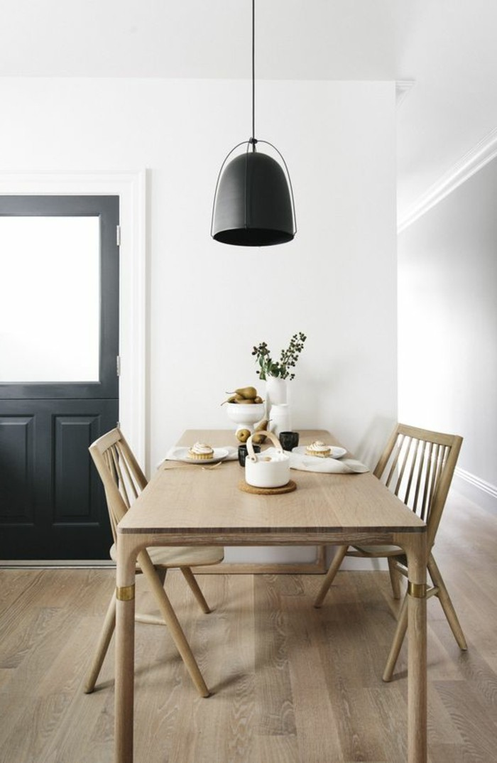 salle-a-manger-meubles-scandinaves-bois-clair-amenagement-simple-parquet-pas-cher-clair