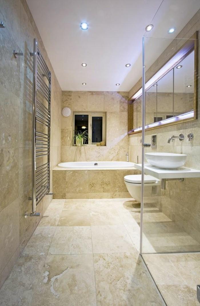 salle-de-bain-beige-grande-salle-de-bain-aux-couleurs-beige-et-blanche