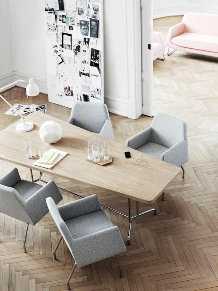 salle-de-sejour-chic-chaises-grises-table-en-bois-clair-parquet-pas-cher-clair