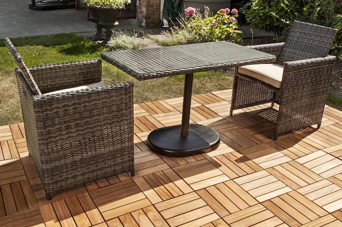 salon-de-jardin-tresse-fauteuil-chaise-table-tressee-marron-terrasse-bois-plaque-verre