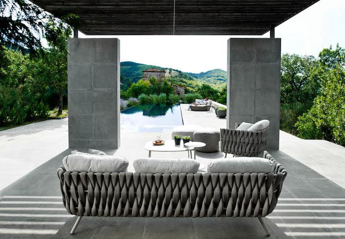 salon-de-jardin-tresse-gris-design-fauteuil-table