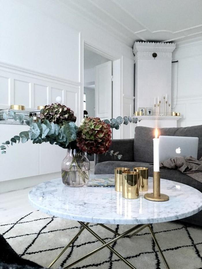 Table basse en marbre 58 id es pour donner du style au salon - Idees de salons au charme industriel scandinave ...