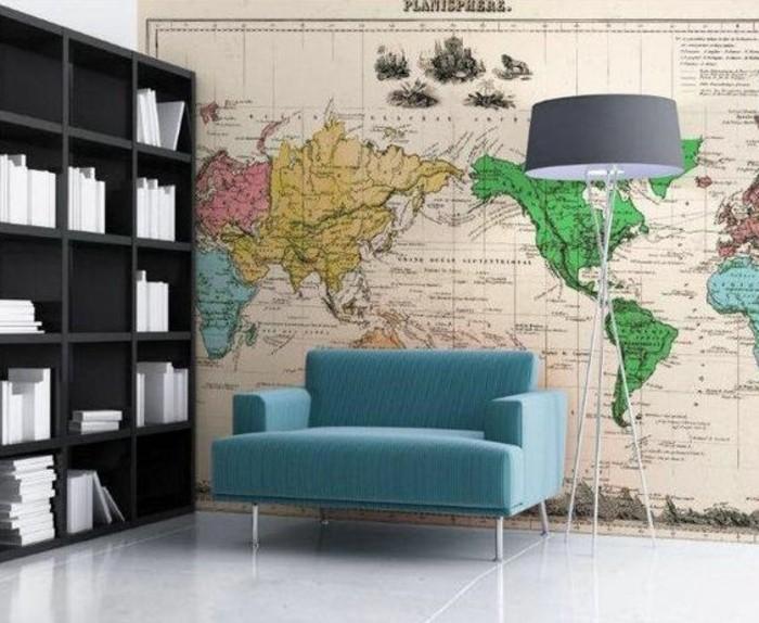 salon-papier-peint-mappemonde-bibliotheque-noire-grand-lampadaire