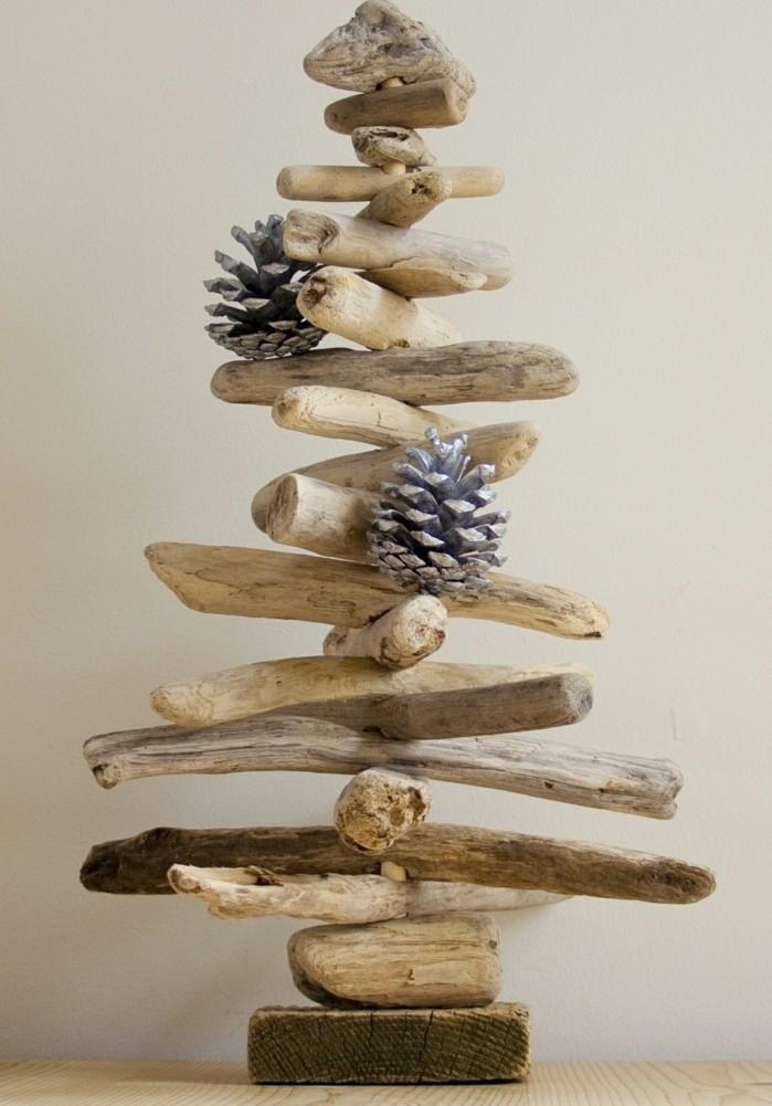 sapin-de-noel-en-bois-decore-de-pommes-de-bin-une-suggestion-naturelle-pour-votre-decoration-sapin-de-noel