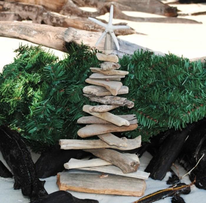 sapin-en-bois-flotte-constitue-de-branches-un-mini-sapin-de-noel-tres ...