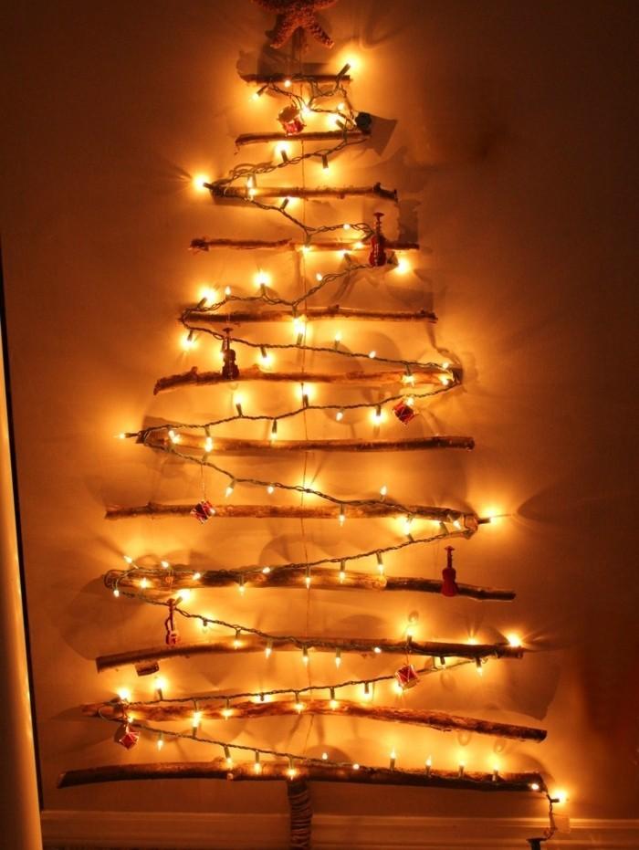 sapine-en-bois-flotte-decore-d-une-guirlande-lumineuse-magnifique-une-superbe-idee-de-decoration-pour-noel