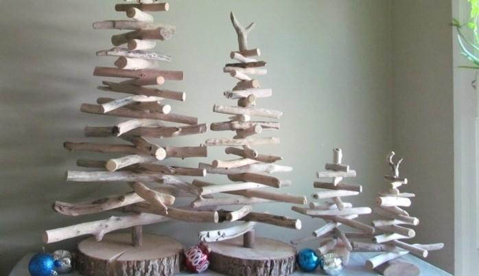 sapins-en-bois-flotte-de-taille-differente-branches-de-bois-claires-idee-comment-fabriquer-un-sapin-de-noel
