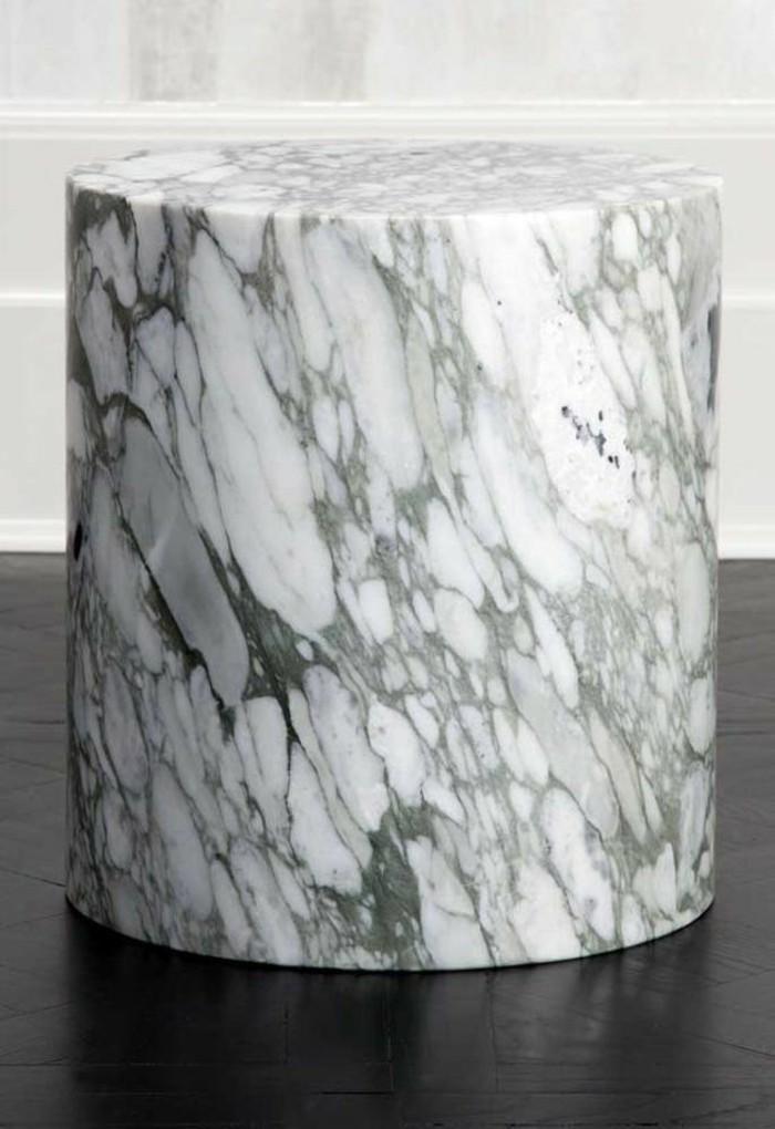 simplicite-et-elegance-avec-cette-table-basse-en-marbre-veine-forme-cylindrique