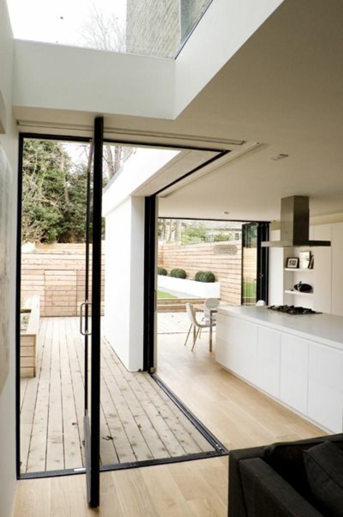 sol-en-parquet-clar-meubles-de-cuisine-blancs-parquet-massif-chene-bois-clair-cuisine-amenagement