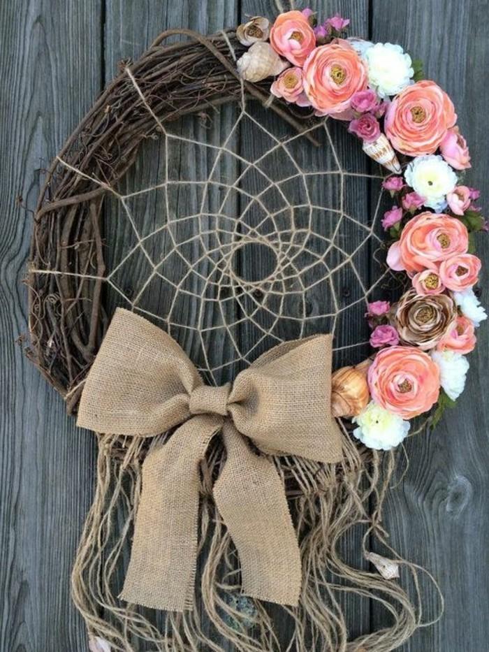super-modele-de-capteur-de-reve-anneau-en-forme-d-une-couronne-de-branches-jolies-fleurs-noeud
