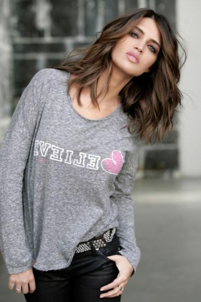 superbe-coupe-de-cheveux-long-femme-chouette-carre-degrade
