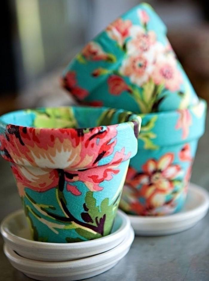 superbe-exemple-decoration-sur-des-pots-de-fleurs-realise-a-l-aide-de-papier-decopatch