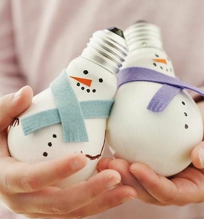 superbe-idee-deco-noel-a-fabriquer-soi-meme-des-bonhommes-de-neige-fabriques-a-partir-d-ampoules-electriques