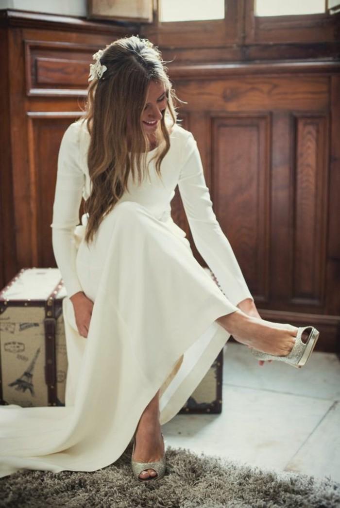 robe de mari e simple et longue id es et d 39 inspiration sur le mariage. Black Bedroom Furniture Sets. Home Design Ideas