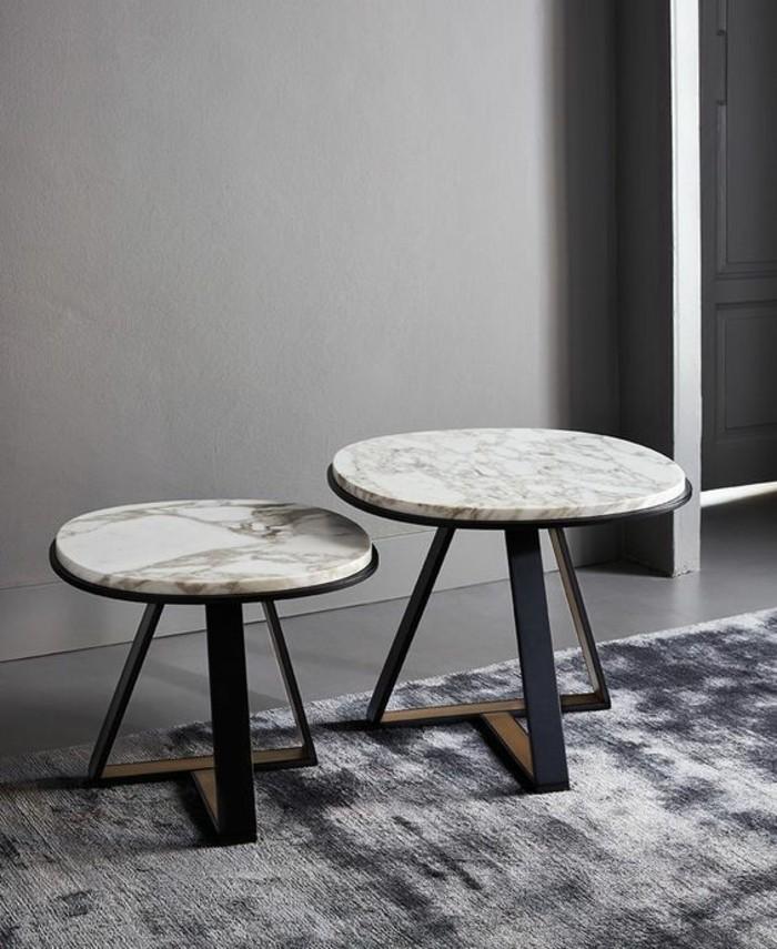 table-basse-dappoint-marbre-et-metal-arrangement-de-plusieurs-tables
