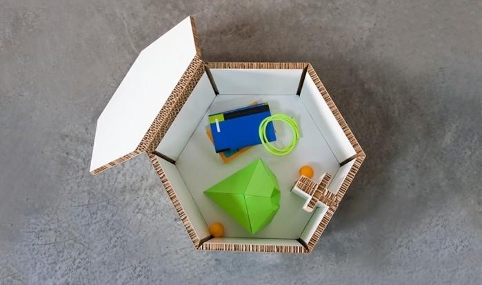 table-basse-en-carton-avec-un-rangement-a-l-interieur-idee-de-meuble-carton-sympa