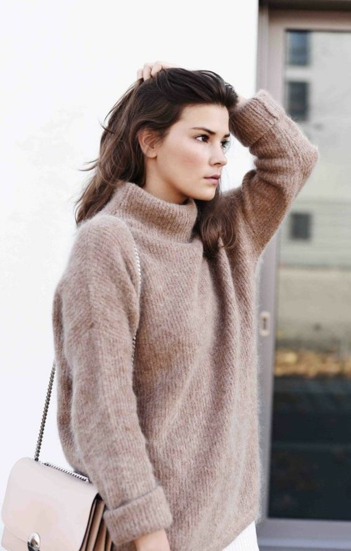 tendance-camel-pull-mohair-a-col-roule