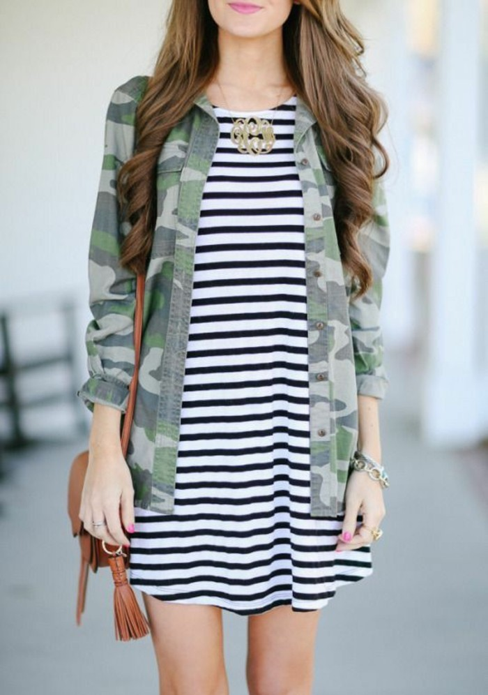 tendance-chic-camouflage-et-rayures-veste-camouflage-femme