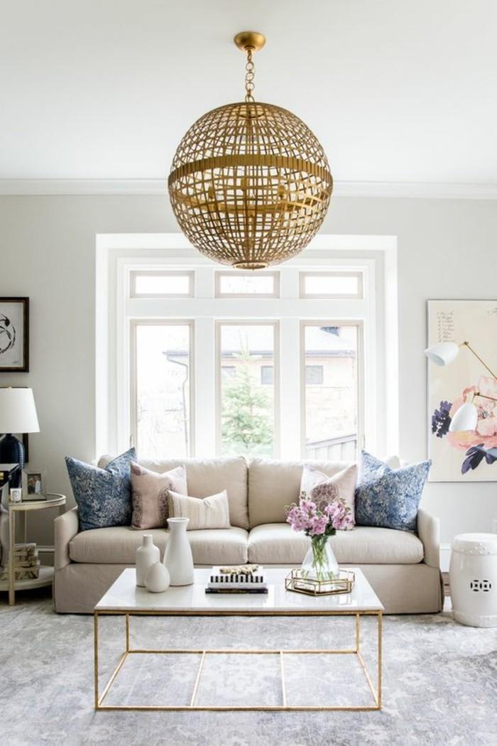 tendance-scandinave-salon-decore-de-table-basse-en-marbre-blanc