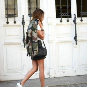 Veste camouflage femme - comment l'adopter pour un look réussi