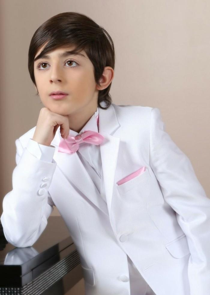 tenue-de-mariage-enfant-ceremonieexpress-costume-garcon-blanc-avec-une-petite-poche-et-un-mouchoir-rose-resized
