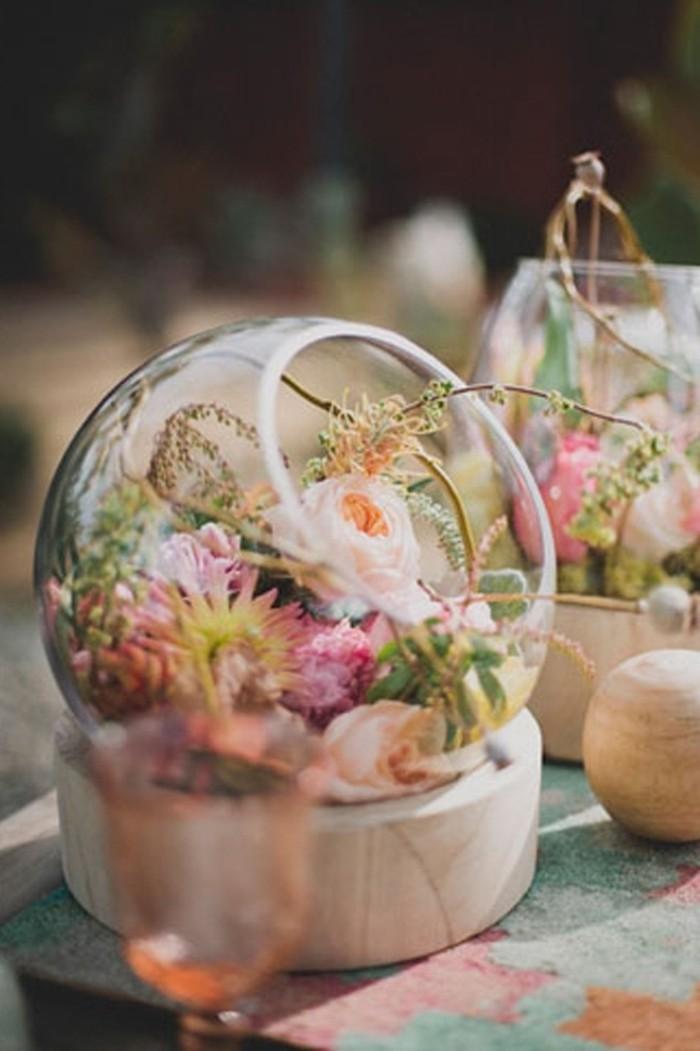 terrarium-avec-plusieurs-fleurs-multicolores-idee-pour-le-decor-terrarium-sympa