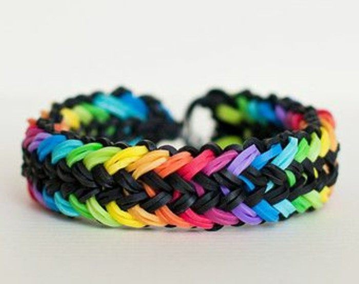 tres-charmante-idee-comment-faire-des-bracelets-en-elastique-de-plusieurs-couleurs