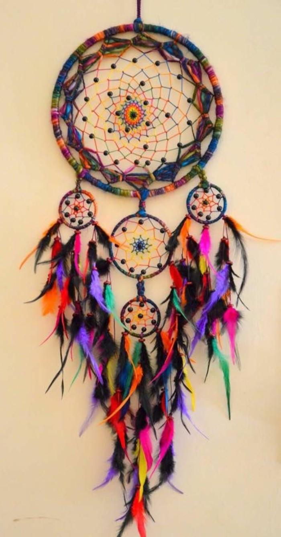 un-attrape-reve-multicolore-modele-de-capteur-de-reve-boheme-explosion-de-couleurs-rêve-dreamcatcher
