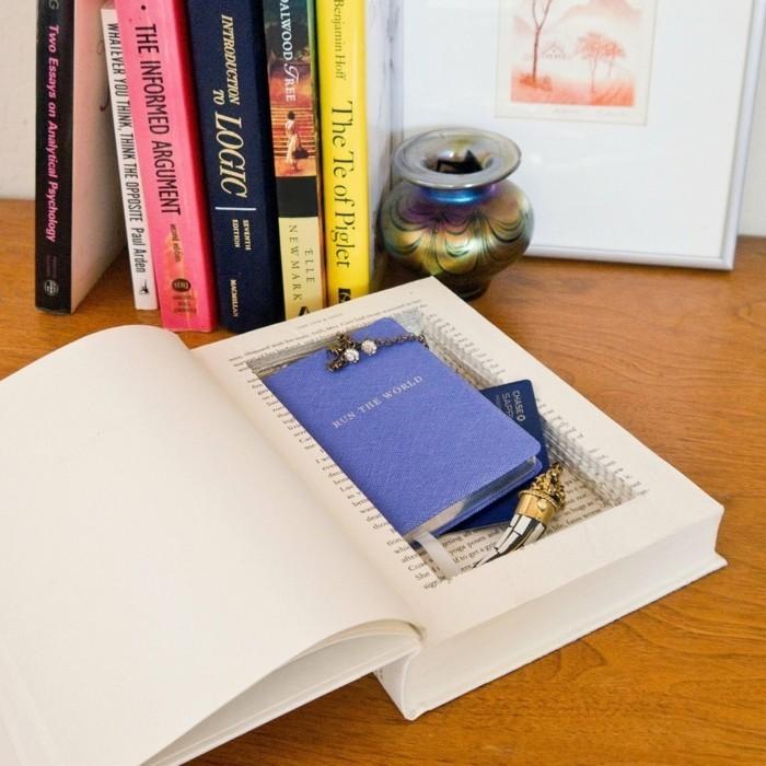 un-coffre-fort-cache-dans-un-livre-une-idee-de-cadeau-a-faire-soi-meme-geniale