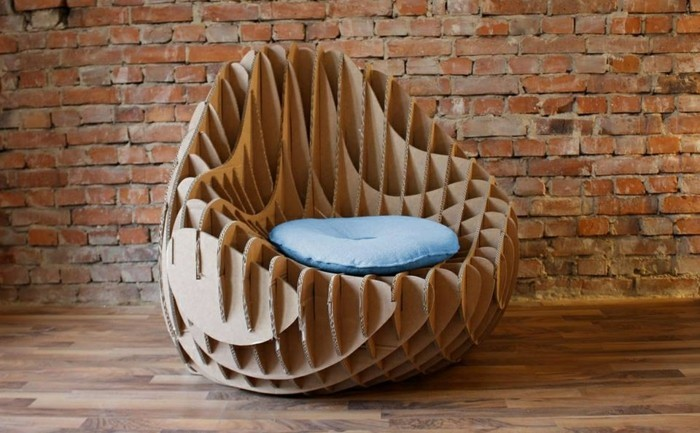 un-fauteuil-en-carton-a-faire-de-ses-propres-mains-fabrique-a-partir-de-carton-recycle