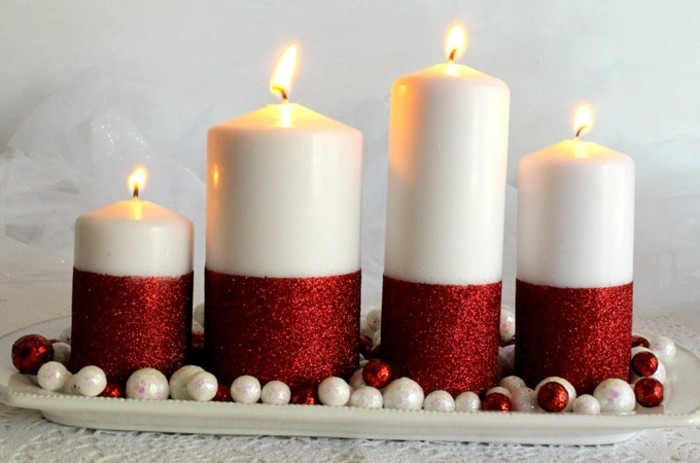 un-mangifique-centre-de-table-composee-de-bougies-pailelttes-en-rouge-bricolage-noel-idee-facile-a-realiser