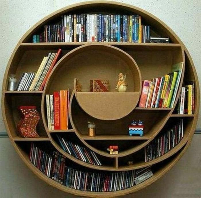 un-modele-tres-original-de-meuble-en-carton-une-bibliotheque-en-carton-forme-ronde