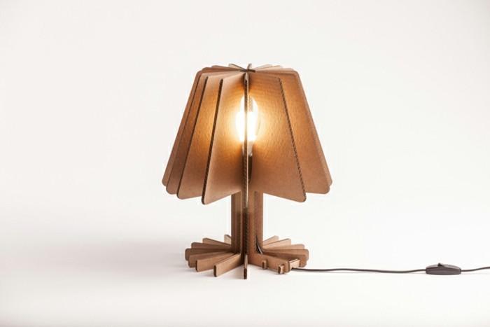 un-modele-tres-sympa-de-lampe-de-chevet-en-carton-diy-a-faire-de-ses-mains