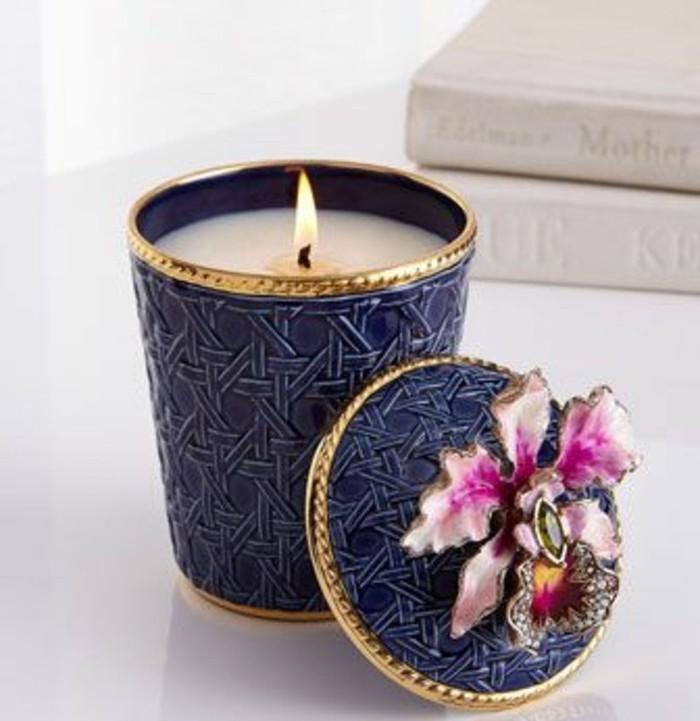 une-bougie-magnifique-cire-fondue-dans-une-boite-extremement-jolie-fabriquer-des-bougies-idee-diy-fantastique