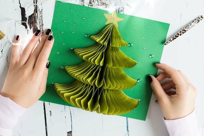 une-carte-de-voeux-originale-a-fabriquer-modele-3d-a-arbre-de-noel