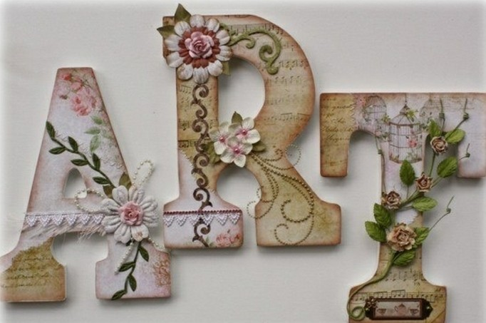 une-jolie-decoration-pour-votre-maison-des-lettres-decorees-de-superbes-motifs-printaniers