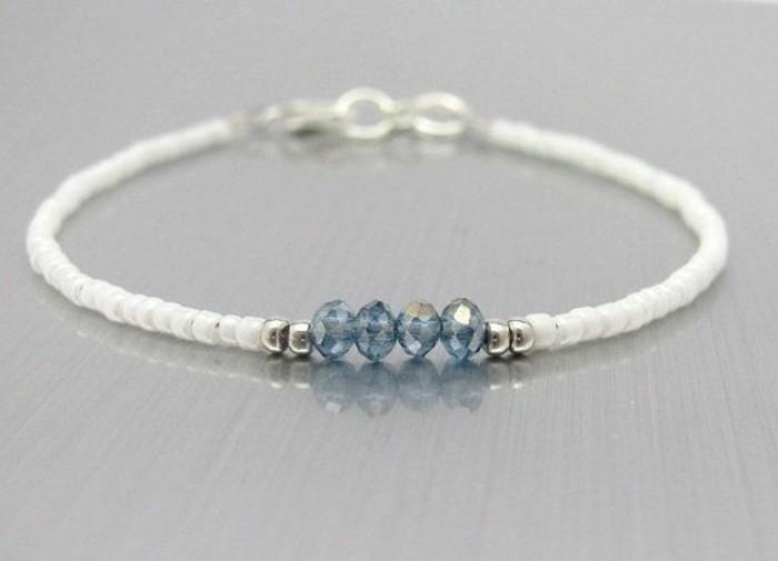 une-suggestion-simple-et-tres-elegante-de-bracelet-elastique-pare-de-superbes-perles