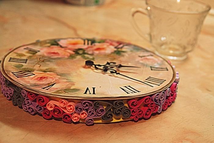 une-super-idee-pour-une-horloge-vintage-decore-avec-du-papier-decopatch-cadeau-a-faire-soi-meme