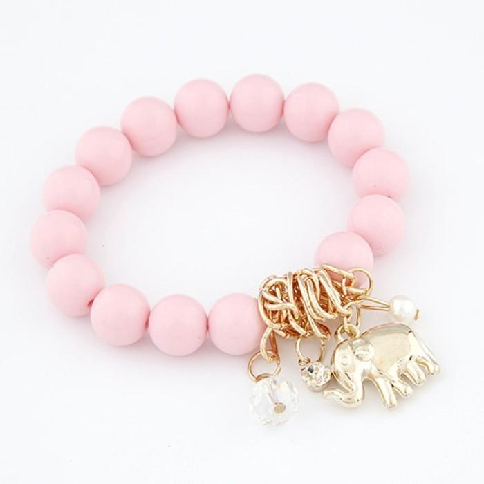 une-superbe-idee-de-bracelet-en-elastique-avec-des-perles-rose-et-pendentif-elephant