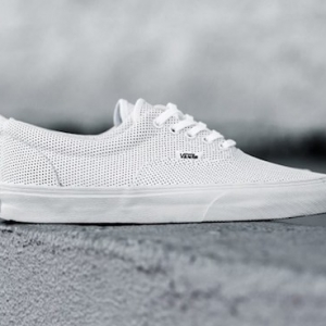 Authentic ou Old Skool, la VANS blanche traverse les temps