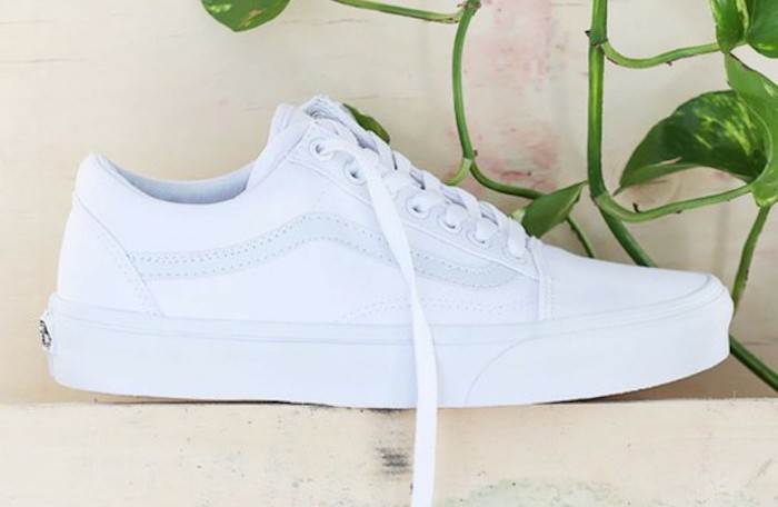 Authentic ou Old Skool, la VANS blanche traverse les temps ...