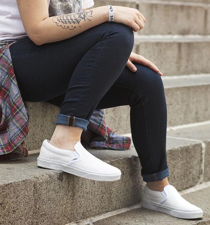 vans-sans-lacet-blanche-trous-slip-on-sneakers